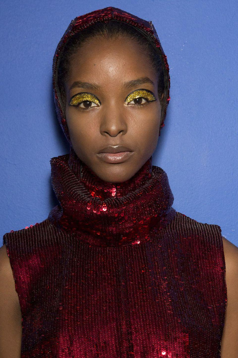 <p>The look at Halpen was made for glitter-lovers. More is more when it comes to the sparkly stuff-and the glitter trend just won't die.</p>