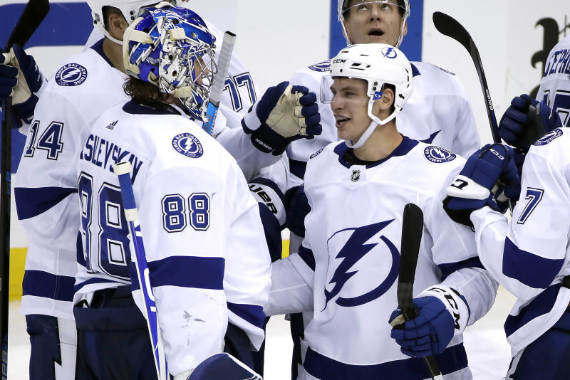 Gourde lifts Lightning over Pens 2-1 in OT for 8th straight