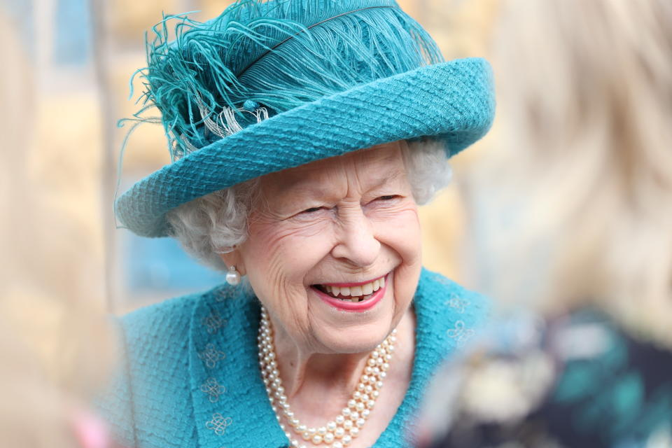 MANCHESTER, ENGLAND - JULY 08: Queen Elizabeth II visits the set of the long running television series Coronation Street, on July 8, 2021 in Manchester, England. (Photo by Scott Heppell - WPA Pool/Getty Images))