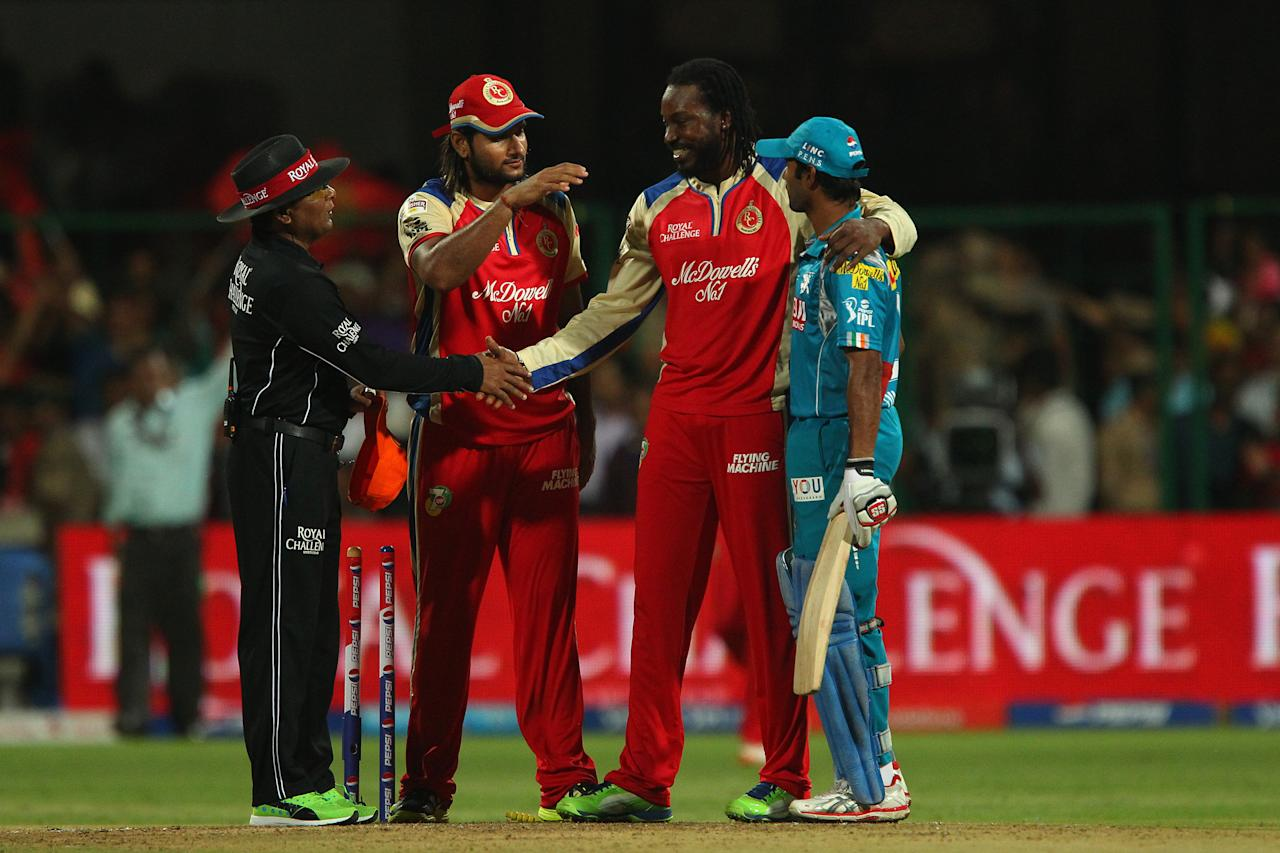 Chris Gayle hugs Ashoke Dinda after the match during match 31 of the Pepsi Indian Premier League between The Royal Challengers Bangalore and The Pune Warriors India held at the M. Chinnaswamy Stadium, Bengaluru  on the 23rd April 2013..Photo by Ron Gaunt-IPL-SPORTZPICS ..Use of this image is subject to the terms and conditions as outlined by the BCCI. These terms can be found by following this link:..https://ec.yimg.com/ec?url=http%3a%2f%2fwww.sportzpics.co.za%2fimage%2fI0000SoRagM2cIEc&t=1498232793&sig=aANH3wp_UUsBgYPZhpBP.Q--~C