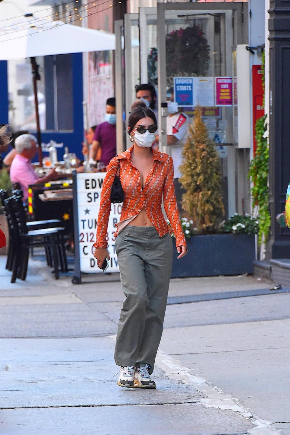 NEW YORK, NY - JULY 29:  Emily Ratajkowski seen out and about with a friend on  July 29, 2020 in New York City.  (Photo by Robert Kamau/GC Images)