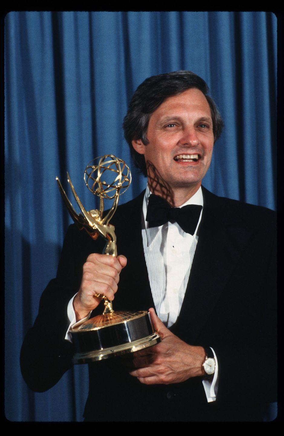 <p>When Alan Alda won an Emmy for writing an episode of <em>M*A*S*H</em>, he was so excited about it that the 43-year-old did a cartwheel as he made his way to the stage to accept. It was both adorable and amusing. <br></p>