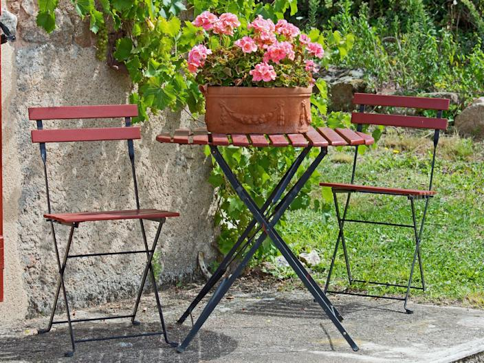 outdoor french bistro sets