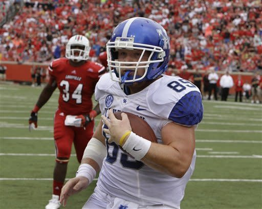 Kentucky tight end Tyler Robinson makes a pass reception in the end zone for a touchdown in the first half of an NCAA college football game against Louisville at Cardinal Stadium in Louisville, Ky., Sunday, Sept. 2, 2012. (AP Photo/Garry Jones)