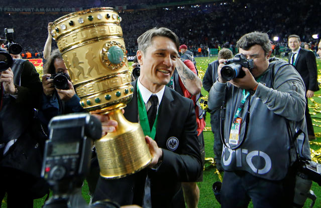 Soccer Football - DFB Cup Final - Bayern Munich vs Eintracht Frankfurt - Olympiastadion, Berlin, Germany - May 19, 2018 Eintracht Frankfurt coach Niko Kovac celebrates with the trophy after winning the DFB Cup REUTERS/Axel Schmidt DFB RULES PROHIBIT USE IN MMS SERVICES VIA HANDHELD DEVICES UNTIL TWO HOURS AFTER A MATCH AND ANY USAGE ON INTERNET OR ONLINE MEDIA SIMULATING VIDEO FOOTAGE DURING THE MATCH.