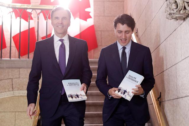 Canada's Prime Minister Justin Trudeau and Minister of Finance Bill Morneau walk to the House of Commons to deliver the budget on Parliament Hill in Ottawa, Ontario, Canada, February 27, 2018. (REUTERS/Blair Gable)