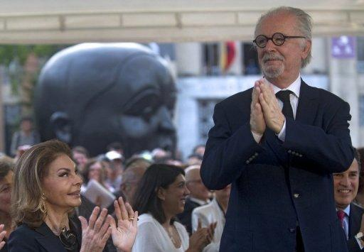 Fernando Botero (R) says the idea of retiring his paintbrush frightens him even more than death
