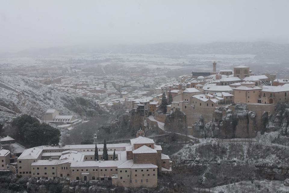 Vista sobre Cuenca, que aparece cubierta por un manto blanco tras el paso de Filomena. (Photo by Marco Checa/Europa Press via Getty Images)