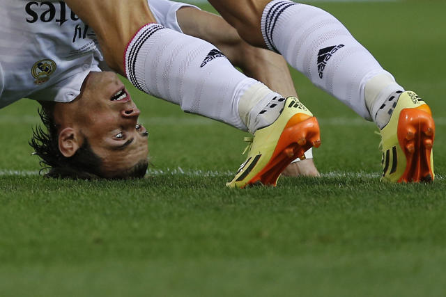 Real Madrid Gareth Bale, reacts during a Spanish Super Cup soccer match against Atletico Madrid at the Vicente Calderon stadium in Madrid, Spain, Friday, Aug. 22, 2014. (AP Photo/Daniel Ochoa de Olza)