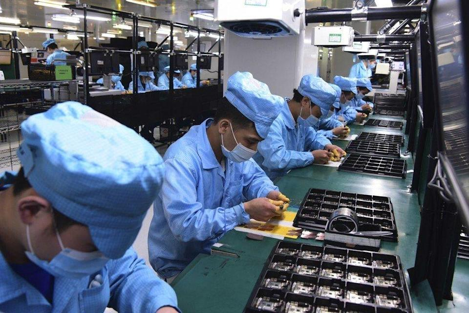 Oppo's smartphone assembly line workers are seen at the company's factory in Dongguan, in southern China's Guangdong province, on February 13, 2020. Photo: AP