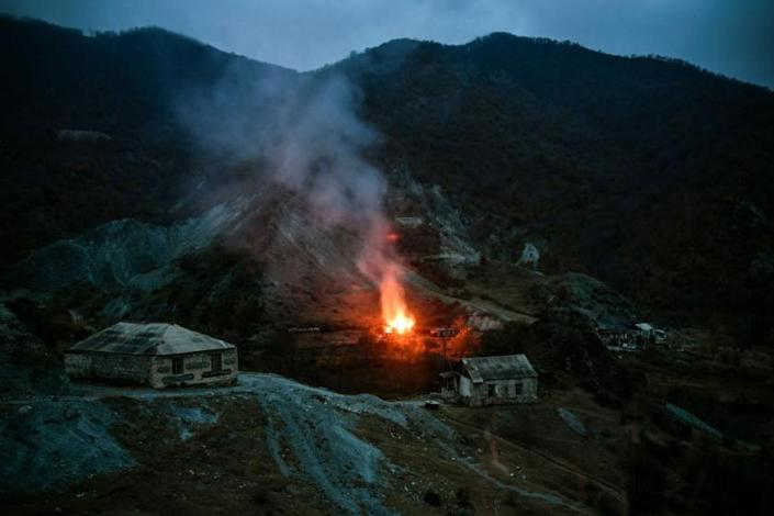 Following ceasefire and concessions Armenians leave disputed territory, some setting fire to homes