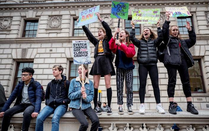 In London, thousands of youngsters skipped classes to march on Downing Street (AFP Photo/Tolga Akmen)