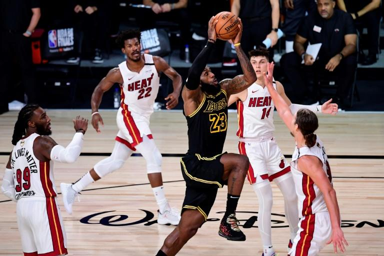 James, Davis, propel Lakers past Heat