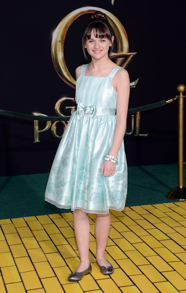 """HOLLYWOOD, CA - FEBRUARY 13:  Actress Joey King arrives for the world premiere of Walt Disney Pictures' """"Oz The Great And Powerful"""" at the El Capitan Theatre on February 13, 2013 in Hollywood, California.  (Photo by Jason Kempin/Getty Images)"""