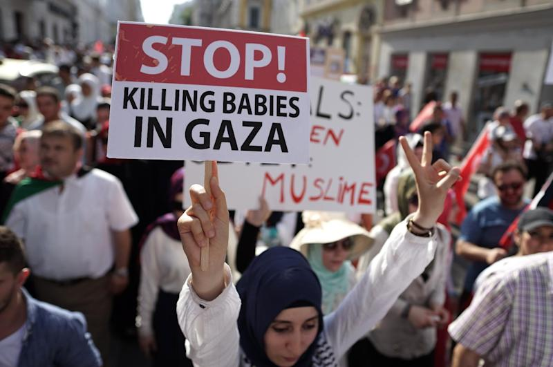 Pro-Palestinian protesters during a demonstration against Israel's military action in the Gaza strip, in Vienna July 20, 2014 (AFP Photo/Joe Klamar)