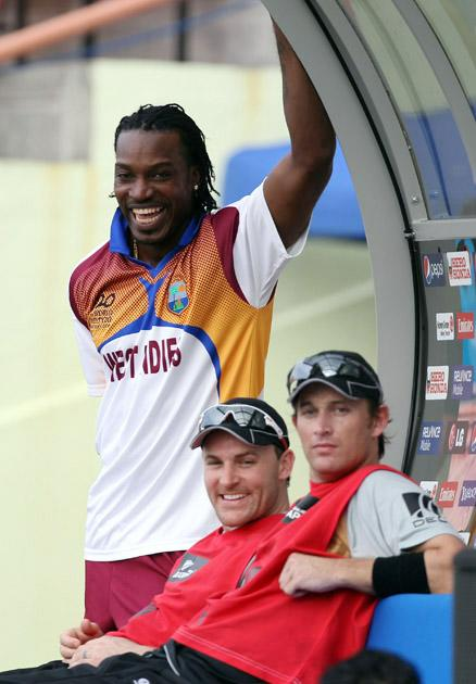 PROVIDENCE, GUYANA - APRIL 27:  Chris Gayle of West Indies shares a joke with Brendon McCullum and Shane Bond of New Zealand during The ICC T20 World Cup warm up match between Ireland and New Zealand at The Guyana National Stadium Cricket Ground on April 27, 2010 in Providence, Guyana.  (Photo by Clive Rose/Getty Images) *** Local Caption *** Chris Gayle;Brendon McCullum;Shane Bond