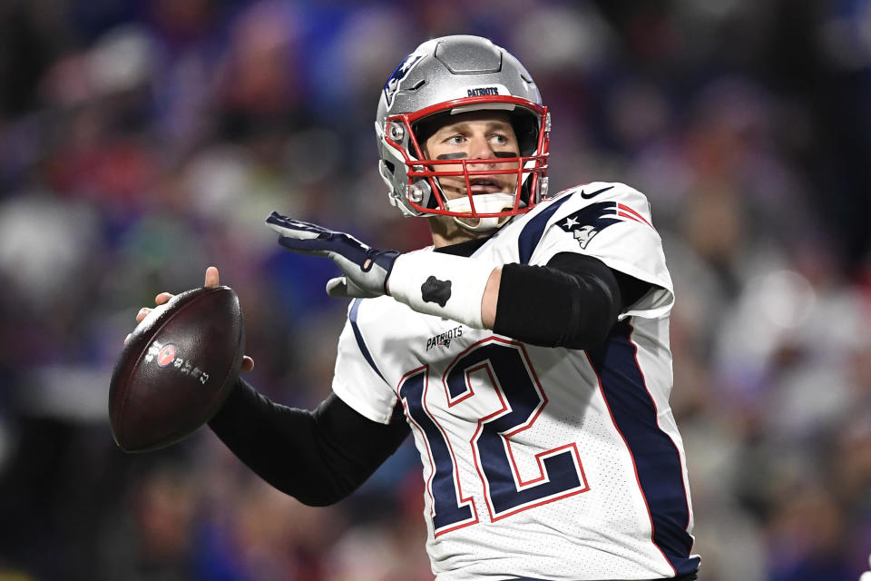 Tom Brady, who wears No. 12 for the Patriots, will take on Aaron Rodgers, another quarterback who wears jersey No. 12, this weekend. (AP Foto/Adrian Kraus, archivo)