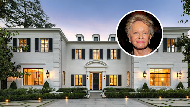 Billionaire's Beverly Hills Mansion Sells at 36% Discount, Highlighting Luxury Market Jitters 1