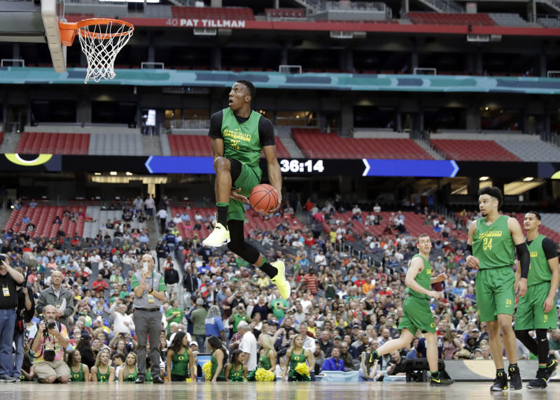 Oregon's Kavell Bigby-Williams goes up for a shot during a practice session for their NCAA Final Four tournament college basketball semifinal game Friday, March 31, 2017, in Glendale, Ariz. (AP Photo/David J. Phillip)
