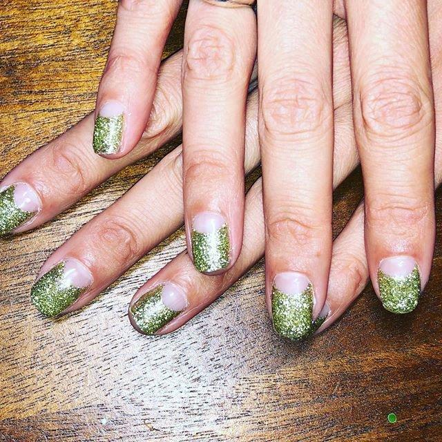 "<p>Remember the half moon nail art trend that was huge a few years back? Alexa Chung just gave it a very campy spin. Her manicurist <a href=""https://www.instagram.com/naominailsnyc/"" target=""_blank"">Naomi Yasuda </a>gave her slime green glitter nails with negative space half moons. </p>"