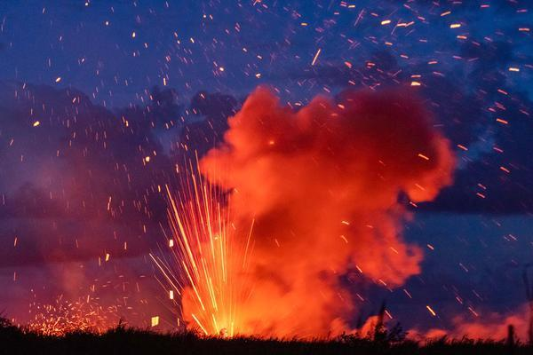 Huge plumes of smoke and lava have been spotted across Hawaii (Caters)