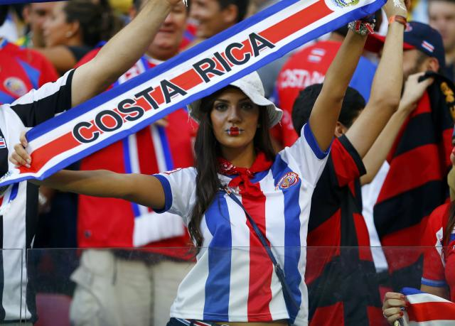 A Costa Rica fan waits for the start of their 2014 World Cup round of 16 game against Greece at the Pernambuco arena in Recife June 29, 2014. REUTERS/Damir Sagolj (BRAZIL - Tags: SOCCER SPORT WORLD CUP)