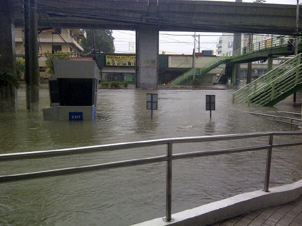 Near SM Sta Mesa. (Photo by Maila Ager)