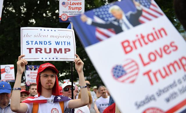 <p>Pro-Trump demonstrators gather outside the U.S. Embassy in London in support of President Trump's visit to the U.K., July 14, 2018. (Photo: Andy Rain/EPA-EFE/REX/Shutterstock </p>