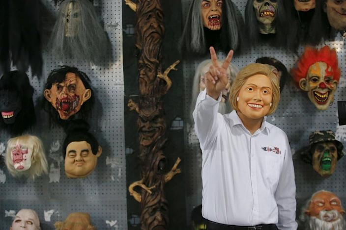 Hillary gestures a victory sign