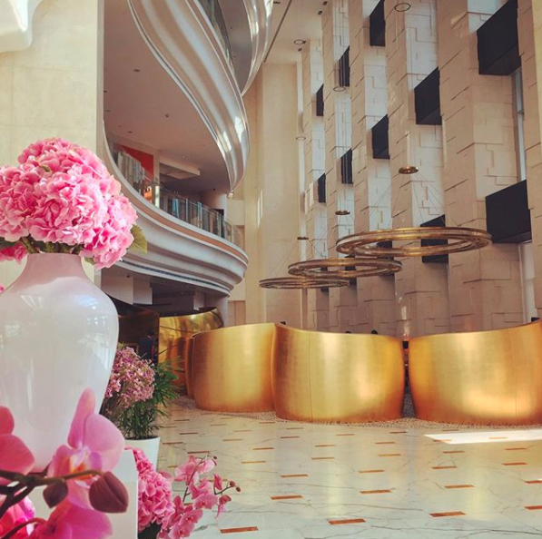 The Shangri-La's lobby is like a scene out of a movie.