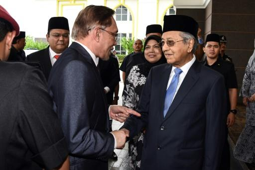 Anwar says his relationship with Mahathir Mohamad (R) is now 'very cordial'