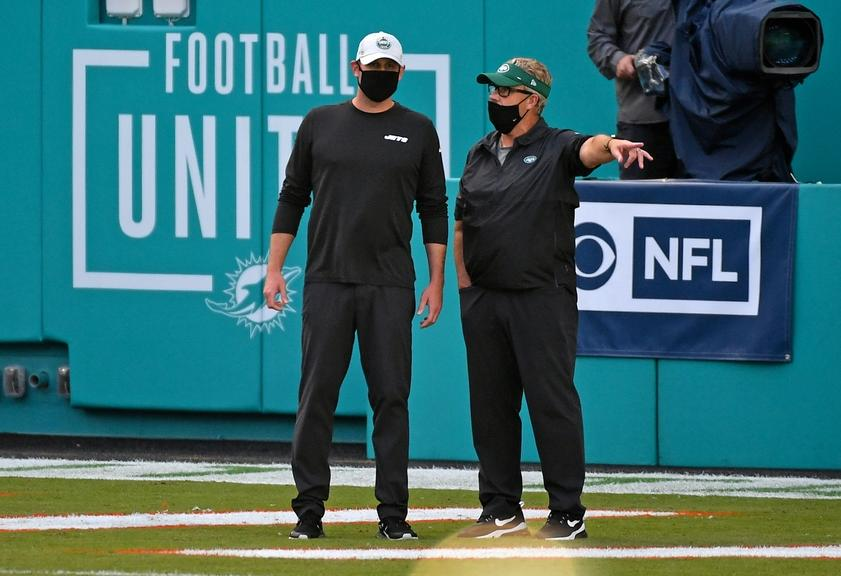 Adam Gase and Gregg Williams talk before Jets game against Dolphins