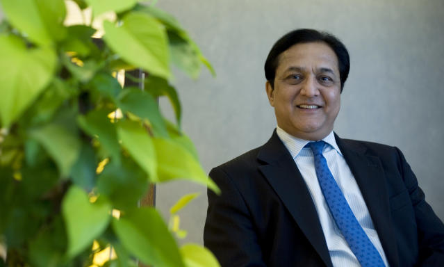 In 1980, Kapoor joined Bank of America (BoA) as a management trainee. In 1990 he was presented the Eagle Pin by the chairman. He eventually went on to head the wholesale banking business which included several assignments in Asian countries.