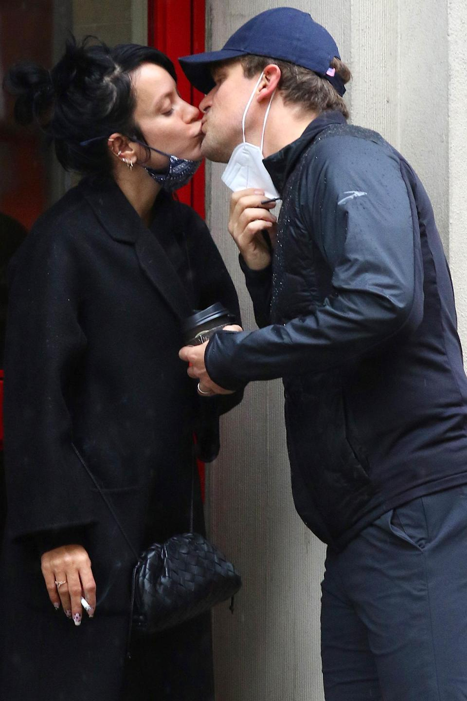 <p>Lily Allen and husband David Harbour took their face masks down briefly to share a kiss in New York City.</p>