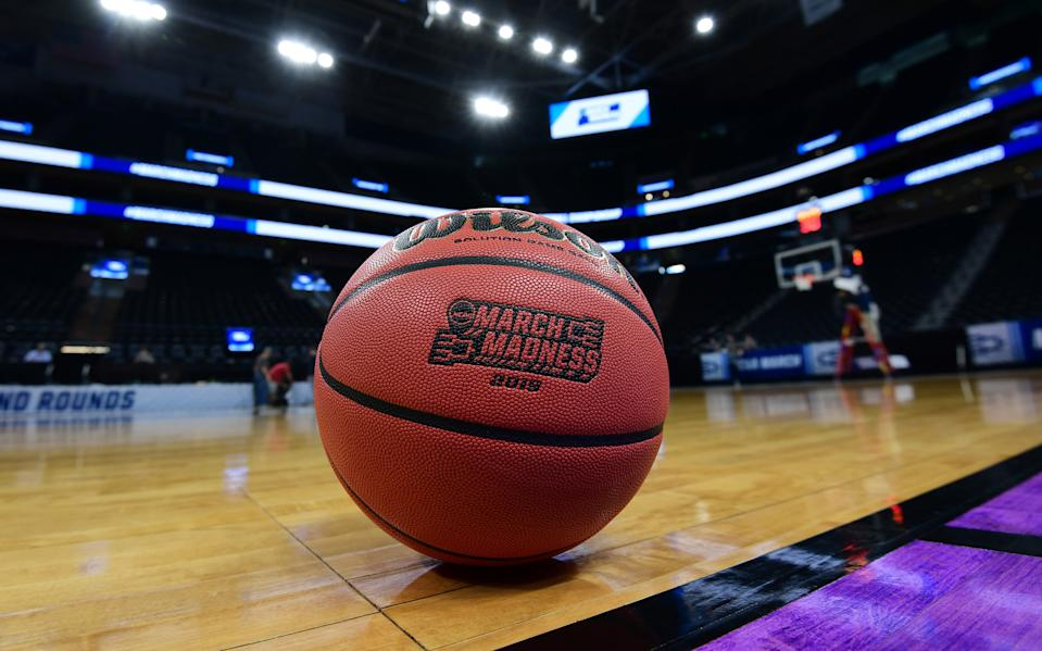 The college basketball season begins on Wednesday despite all of the various risks facing the sport during the COVID-19 pandemic. (Kirby Lee-USA TODAY Sports)