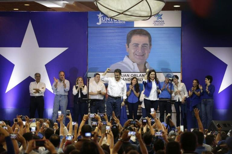 Honduran President Juan Orlando Hernandez (C) declares himself winner in the primary elections of the National party, in Tegucigalpa, on March 12, 2017