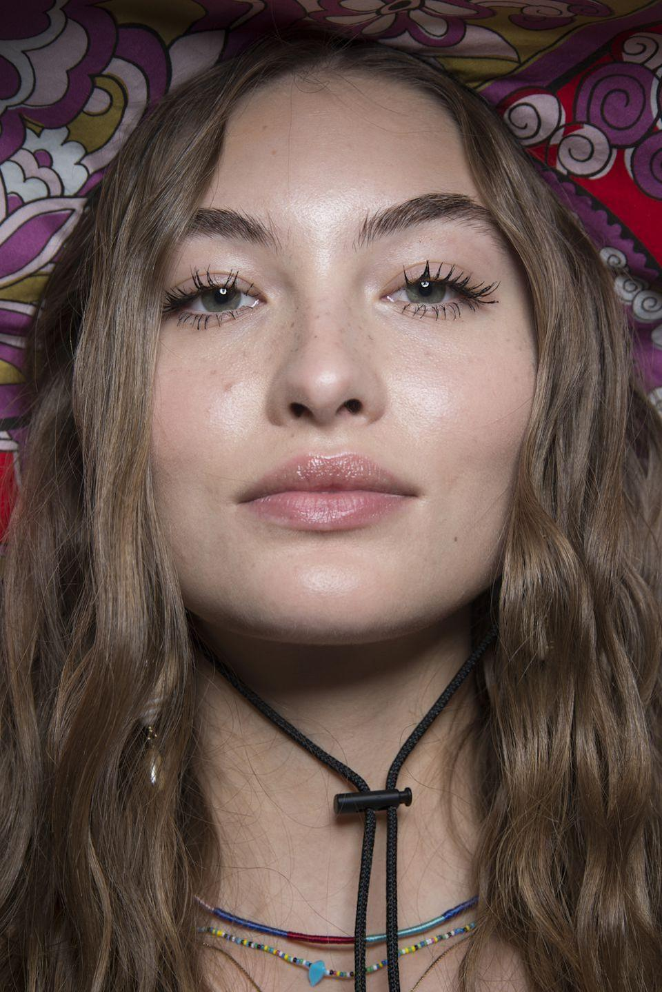 <p>Spidery graphic eyelashes with no other makeup looked perfectly retro yet also 2019-ready backstage at Etro.</p>