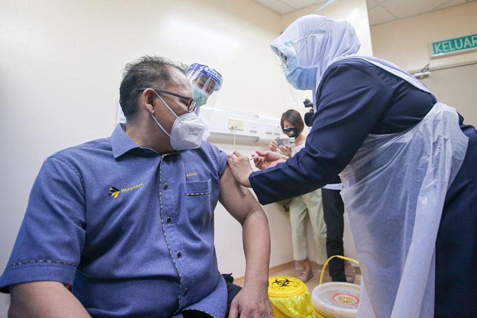 Private companies vaccinate their employees under the Silver Vax Programme at the Ar-Ridzuan Hospital in Ipoh August 2, 2021. —Picture by Farhan Najib