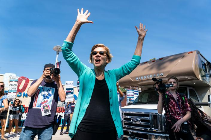 Sen. Elizabeth Warren greets supporters at a rally outside the Wing Ding Diner in Clear Lake, Iowa, last week. (Photo: Alex Edelman/ AFP/Getty Images)