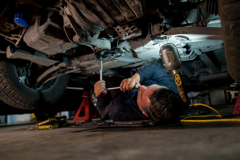 Most deaths occurred when people worked beneath cars. (Photo: Getty)