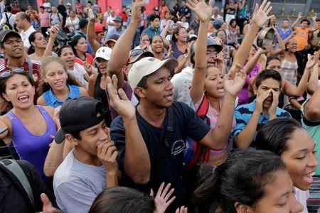 People shout during a protest over food shortage and against Venezuela's government in Caracas, Venezuela June 14, 2016. REUTERS/Marco Bello