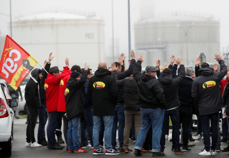French refinery strike loses traction as gas stations keep fuel flowing