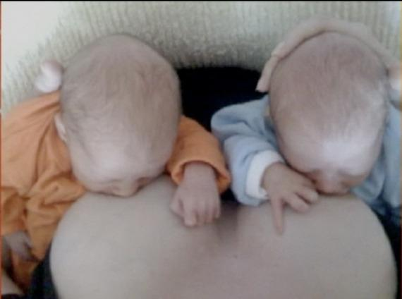 <p>Julie Bowen, of <i>Modern Family</i> fame, shared this incredible photo of her twins being breastfed on social media for fans to see. <i>[Julie Bowen]</i> </p>