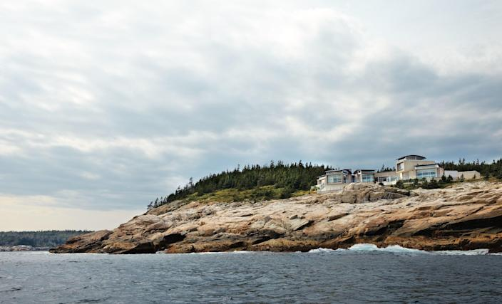 Inaccessible by car, a modern Ketch Harbour, Nova Scotia, home by architect Alexander Gorlin is a truly remote escape.