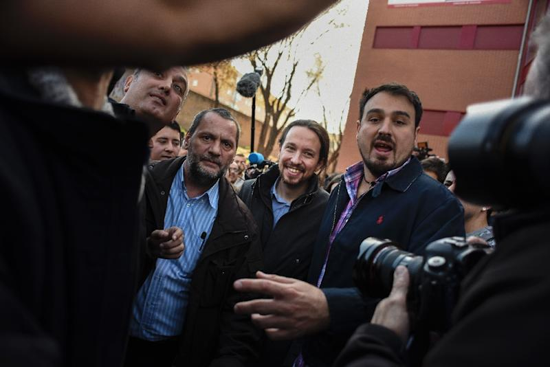Pablo Iglesias (C) of the left-wing party Podemos leaves a polling station in Madrid on December 20, 2015, as Spaniards go to the polls today in a close-fought election in which two dynamic new parties take on the country's long-established giants (AFP Photo/Pedro Amestre)