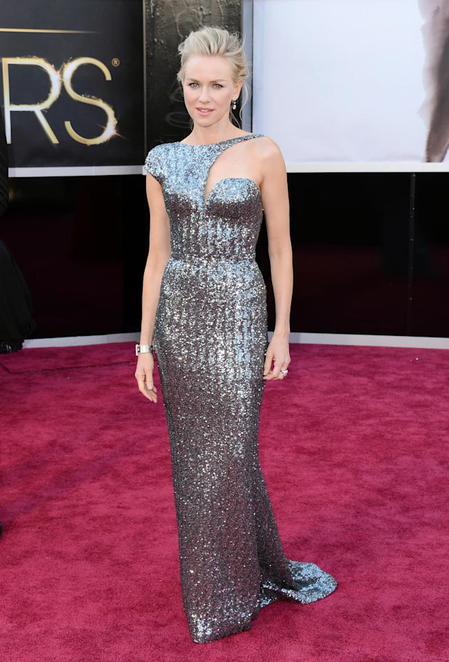 Exuding uber chicness at the Oscars was Naomi Watts in this sexy Armani Prive.