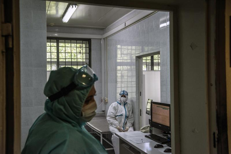 Technicians at a clinic in Moscow on May 15,2020, after the authorities began offering free coronavirus screening for city residents. (Sergey Ponomarev/The New York Times)