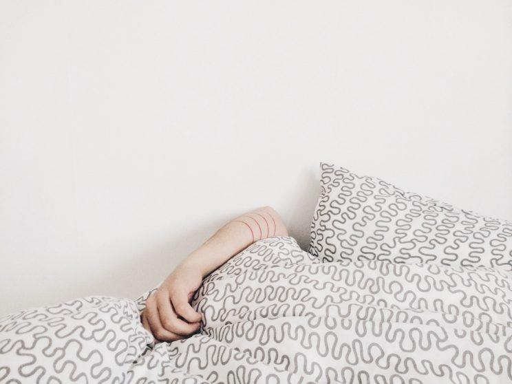 Not getting enough sleep can play havoc with your hunger hormones [Photo: Unsplash via Pexels]
