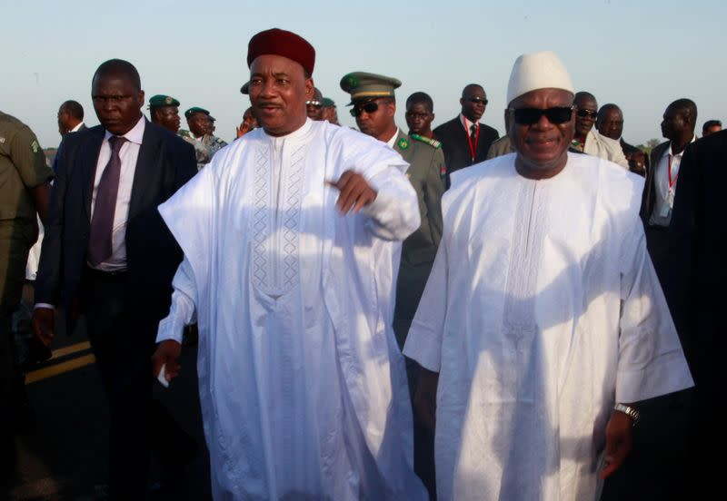 Mali's neighbours tell junta to transfer power to transitional government