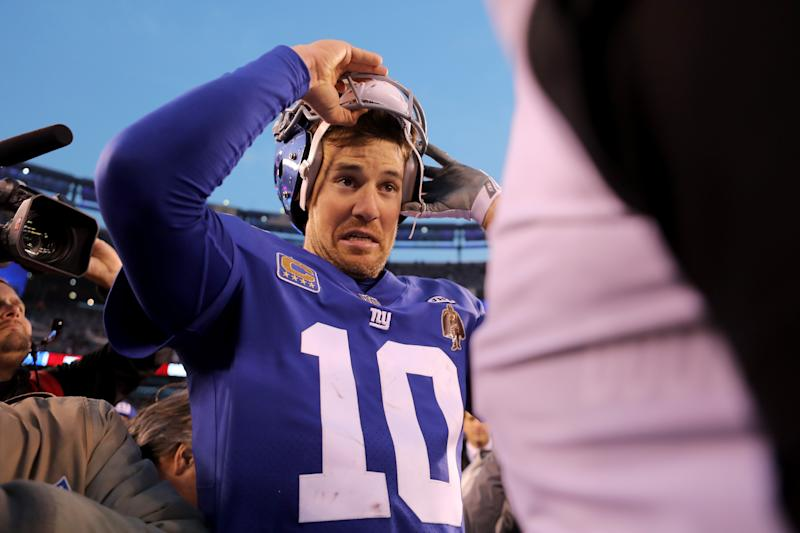 EAST RUTHERFORD, NJ - DECEMBER 17: Eli Manning #10 of the New York Giants takes off his helmet after being defeated by the Philadelphia Eagles with a score of 34 to 29 in the game at MetLife Stadium on December 17, 2017 in East Rutherford, New Jersey. (Photo by Abbie Parr/Getty Images)